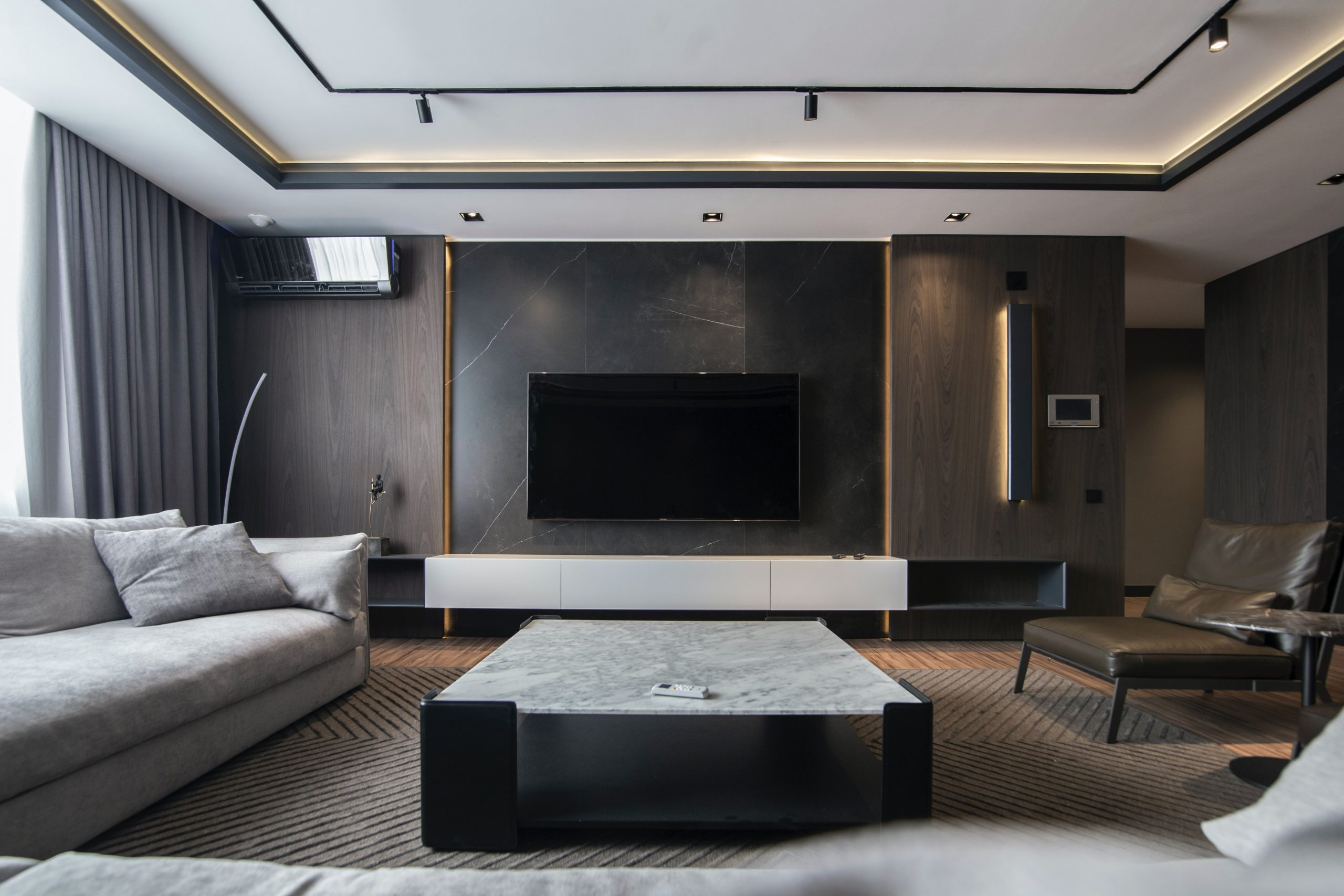 Featured image for 4 Ways to Achieve a Luxury-Look Living Room for Less